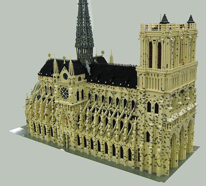 662px-LEGO_Notre_Dame_de_Paris_2